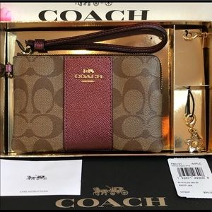 Coach Gift Boxed Corner Zip Wristlet in Signature